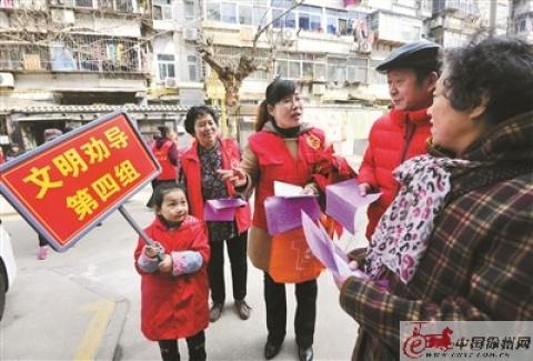 徐州市泉山区湖滨街道湖西社区对不文明行为进行劝导