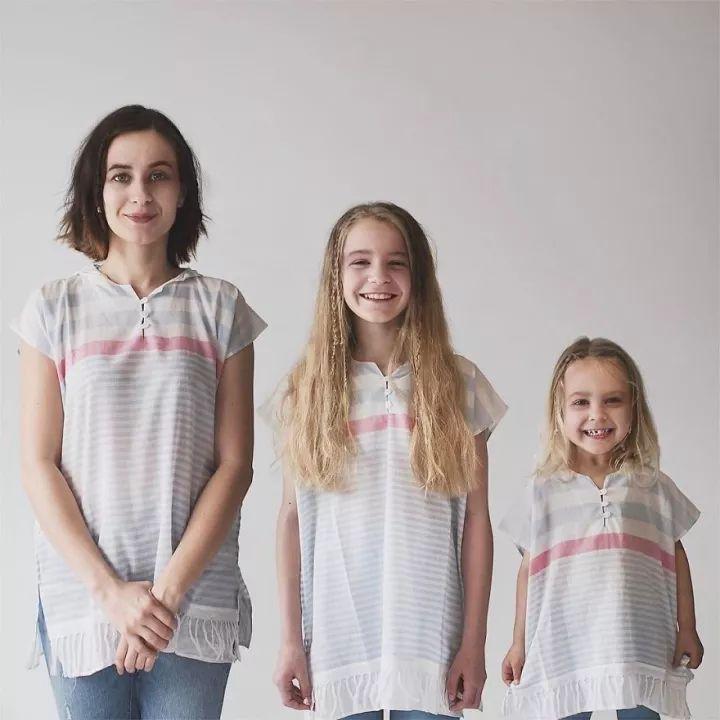 慢慢脱去她的衣服_母女三人拍合照网络爆红-中国搜索导航