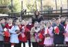"""特朗普夫人北京动物园看""""国宝"""" 小朋友们献歌"""