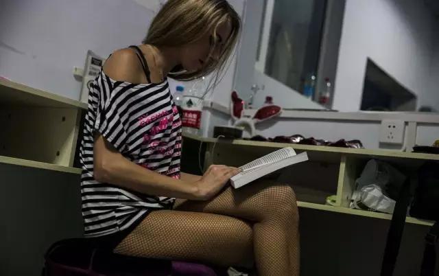 在华打工的外国女孩