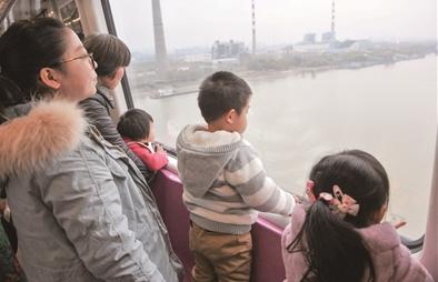 南京宁和城际昨日试运营10分钟不到跨江看景