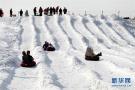 唐山游客享冰雪乐趣度大寒