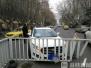 南京一司机开车接电话 一时分神撞上隔离护栏