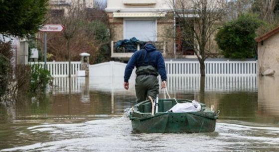 法国塞纳河水位近6米 1500人大转移