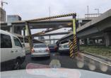 轿车撞上中州大道
