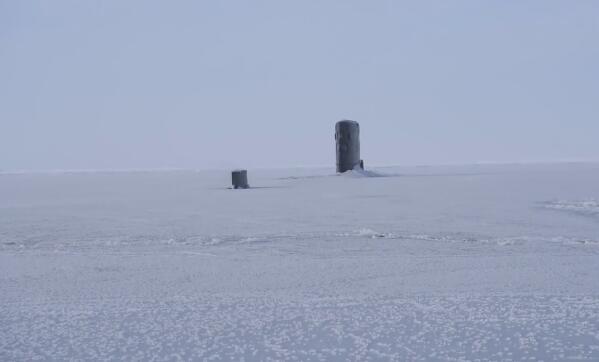 """核潜艇""""撞""""冰层"""