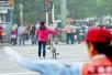 """广东拟将交违记录与""""诚信""""挂钩:乱闯红灯者贷款出行或受限"""
