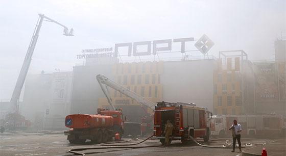 俄罗斯喀山一购物中心发生火灾