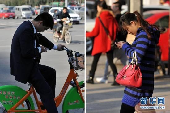 500万彩票网官网首页:@手机网民:这些不良手机用眼习惯 你有吗?