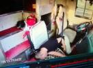 大巴司机高速路上昏厥 乘客夺过方向盘挽救众人性命