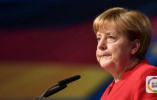 """德内政部长向默克尔""""下通牒"""":两周内不商定方案将遣返难民"""
