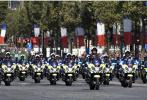 法国国庆阅兵乌龙承包网友一年笑点 10万安保人员死守世界杯决赛