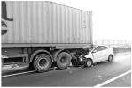 """説案 開車用手機成交通事故三大主因之一,""""盲駕""""是否入刑存爭議"""