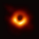 人类首张黑洞照片面世