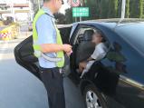 女子驾车高速上突四肢麻木难动弹 民警化身代驾助脱险