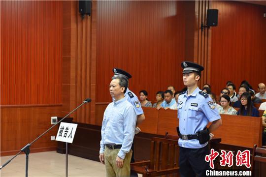 南宁市政协原党组副书记容康社受贿、滥用职权案一审开庭