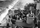 """二战日本""""神风""""敢死队撞击美国军舰瞬间"""