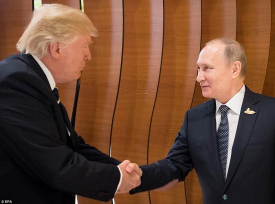 汉堡/据路透社报道,在北京时间7月7日晚举行首次正式会晤前,美国...