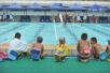 成都青少年暑期游泳培训火爆 教练每天嗓子都喊哑
