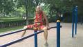 西安八旬老太每天坚持晨练 玩转双杠成健身明星