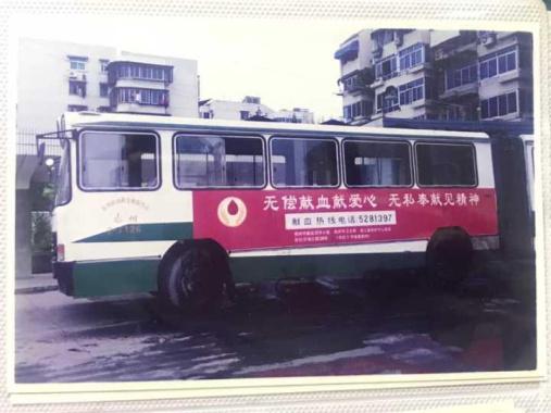 這輛特別的325路公交車,牽出一段不尋常的青春歲月