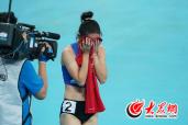 """山东姑娘王欢400米栏夺冠 掩面""""泪奔"""""""