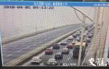 江苏三座大桥实施部分货车错峰出行 苏通大桥车多缓行9公里