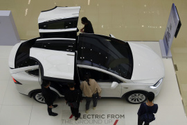 """新型""""特斯拉""""亮相杭州商场"""