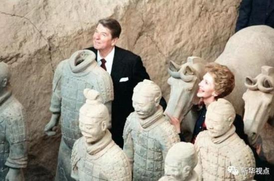 美国总统里根和夫人南希参观陕西秦始皇陵兵马俑.-历任美国总统访图片