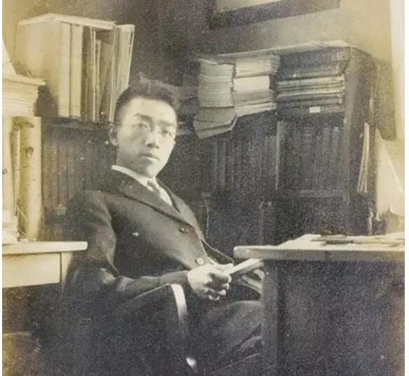 民国名人胡适也很喜欢打麻将,据说是和他的妻子江冬秀有关。江冬秀的牌技很好,最大的爱好就是打麻将。