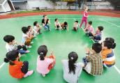 宁波小男生举报同学带零食反被处罚,网友为啥齐赞老师做得对