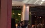 泰国前总理英拉现身伦敦?逛商场15岁儿子相伴左右