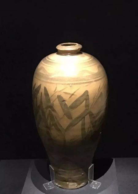 宋-黄釉黑彩竹纹瓶-故宫馆藏