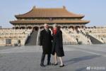 梅姨在北京寒冬露腿,中国网友:来条花棉裤吧!