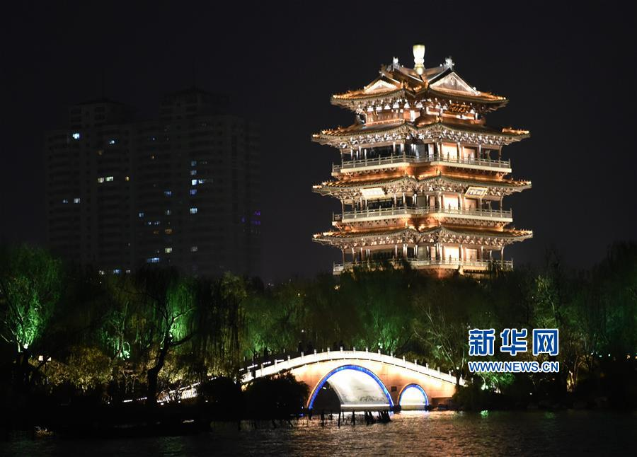 济南:大明湖春日夜色美
