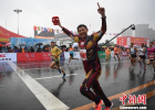 长春马拉松三万人雨中开跑 中国男女选手分获季军