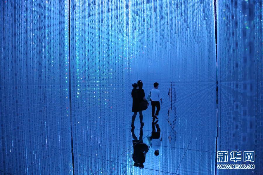 """(国际)(3)走进日本""""无边界""""数字艺术博物馆"""