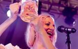 第19届中国国际啤酒节博览会激情碰杯
