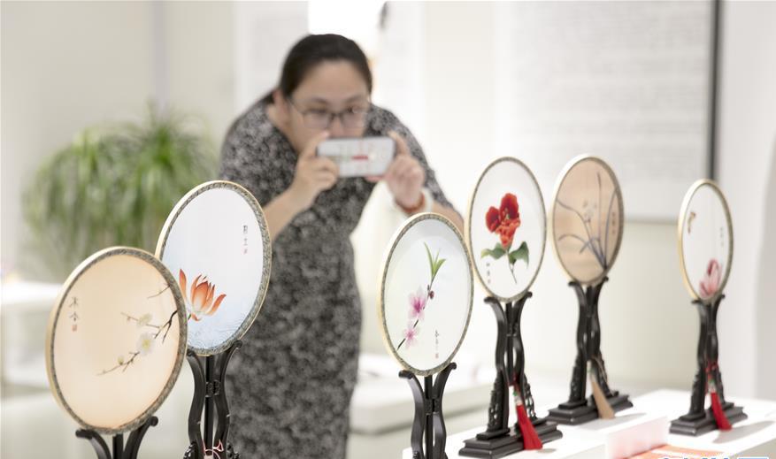 无锡:与时舒卷——中国非遗传承人群研培计划学员结业作品展