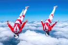 雙人跳傘演繹高空雙人舞