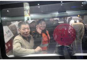 变化的速度 不变的期待——三代列车长眼中的30年春运