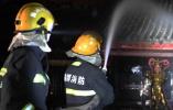 四川西昌森林火灾复燃 深夜守卫千年古寺、博物馆