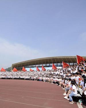 中南大学毕业典礼拍千人超长毕业照
