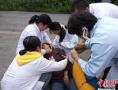 四川茂县山体垮塌已造成141失联 实拍伤者接受救治