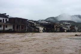 江西婺源遭强降雨袭击 景区全临时关停