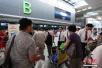 上海遭强对流天气发四个预警 多架次航班备降虹桥