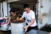 困难大学生考上清华大学 暑假每天帮妈妈卖包子
