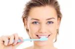 用盐刷牙美白牙齿的正确方法