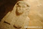 埃及发现2000年前古墓 石棺表面现巨大人脸