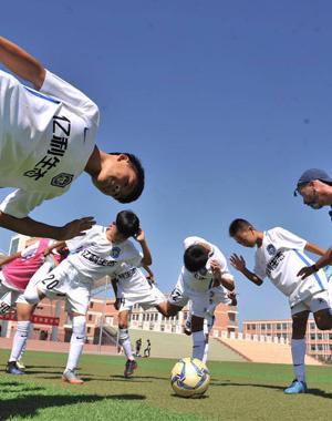 中超第一支青少年足球队开启夏令营活动